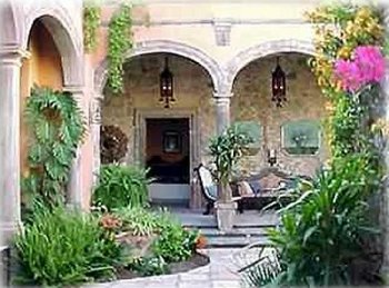 Courtyard_and_Loggia